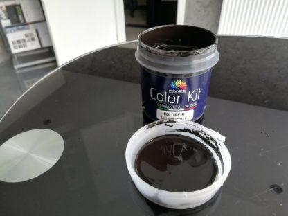 Color R